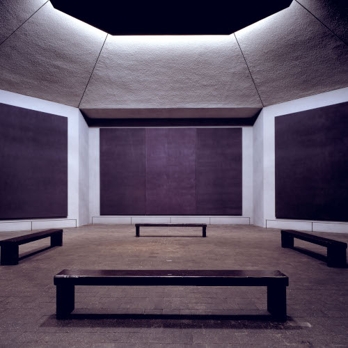 Stillness is the Move: Material and transcendental space in Tess Jaray and Mark Rothko's paintings