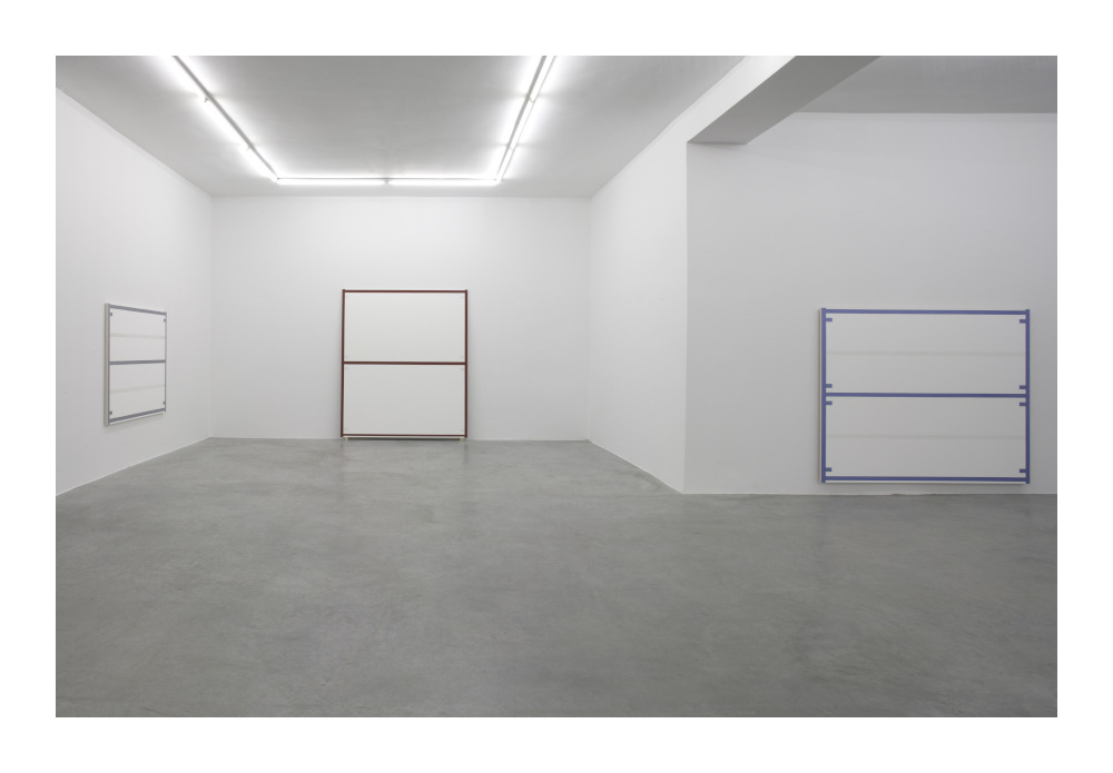 Installation view 'Alan Uglow', Galerie Nordenhake Berlin 2006. Courtesy the artist and Galerie Nordenhake Berlin / Stockholm / Mexico City. Photo: Gunter Lepkowski